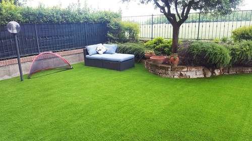 Artificial grass 35 mm installed in the garden