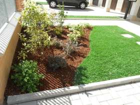 Synthetic grass 40 mm flowerbed