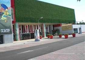 Supercinema_Siepe Rampicante_installazione facciata esterna